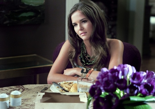 "Zoey Deutch in ""Ringer"""
