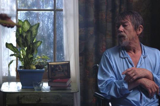 """John Hurt in """"Der verbotene Schlüssel"""""""