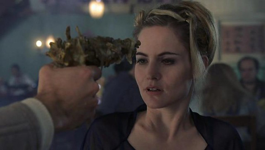 "Jennifer Jason Leigh in David Cronenbergs ""Existenz"""