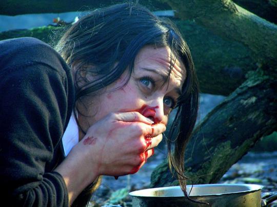 """Bloß nicht übergeben: Eine Szene aus """"Broken"""""""
