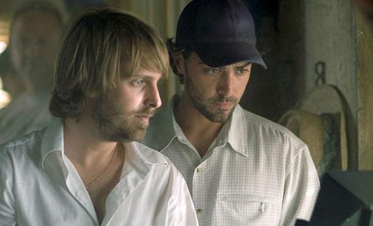 Gregory Levasseur (rechts) und Alexandre Aja gemeinsam am Filmset