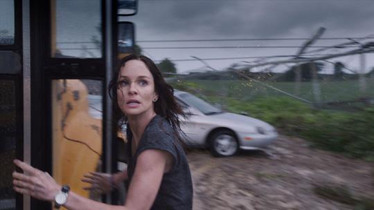 """Sarah Wayne Callies in ihrem aktuellen Katastrophen-Thriller """"Storm Hunters"""""""