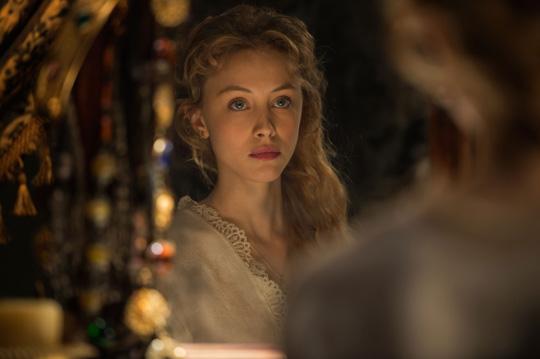 "Geliebte eines Blutsaugers: Sarah Gadon in ""Dracula Untold"""