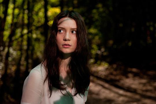 """Auf der Flucht: Mia Wasikowska in Parks """"Stoker"""""""