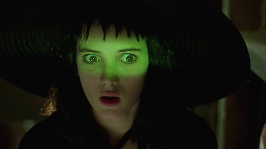Es bleibt übernatürlich: Winona Ryder darf wieder in die Geisterwelt eintauchen!