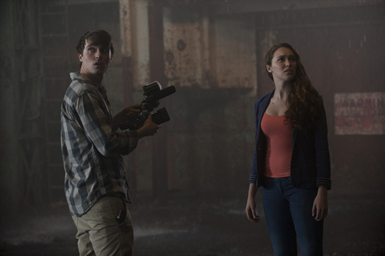 "Kennt sich mit Problemsituationen aus: Alycia Debnam-Carey in ""Into the Storm"""