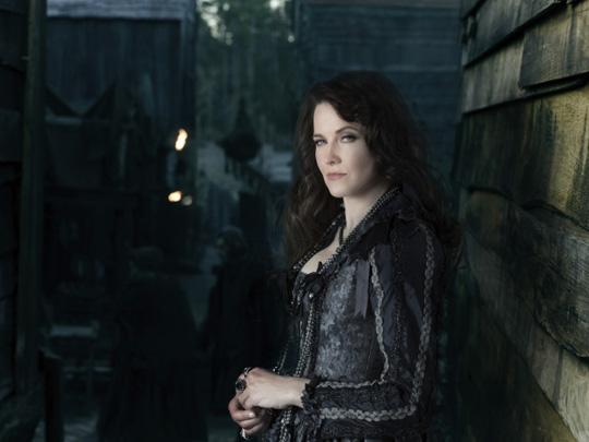 """Lucy Lawless spielt seit neuestem als Verstärkung bei """"Salem"""" von WGN America mit"""