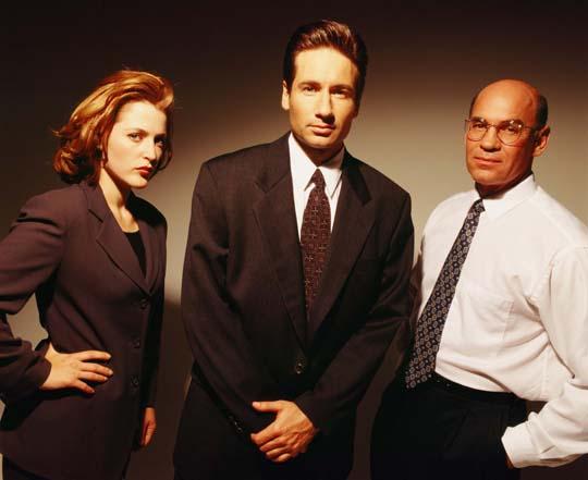 Zeigen sich wieder vereint: Scully, Mulder und Skinner