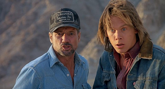 """Oh Shit!"" - Fred Ward neben Kevin Bacon in ""Tremors"". ©Universal"