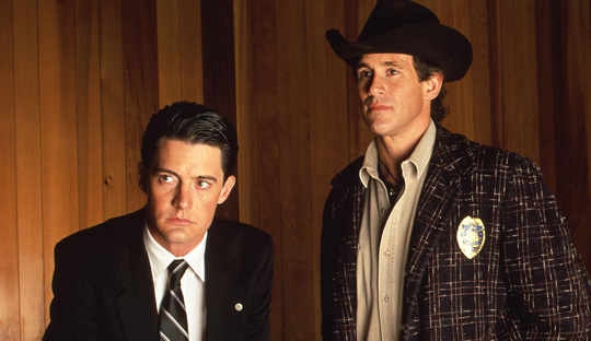 Special Agent Dale Cooper neben Sheriff Harry Truman