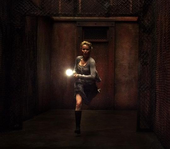Rose (Radha Mitchell) ist seit 2006 in der Zwischenwelt gefangen