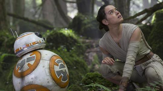 """Daisy Ridley in """"Star Wars - Das Erwachen der Macht."""" ©Walt Disney"""